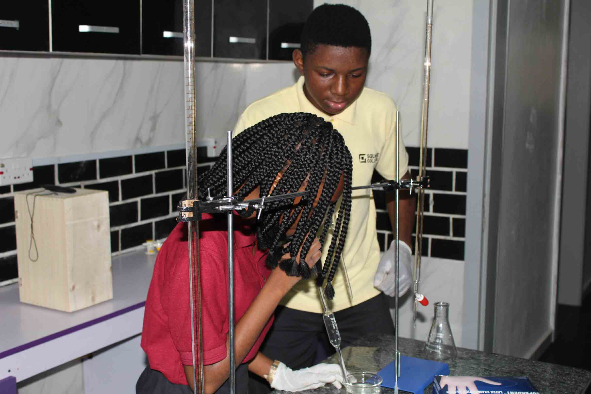 Square College IGCSE chemistry experiment